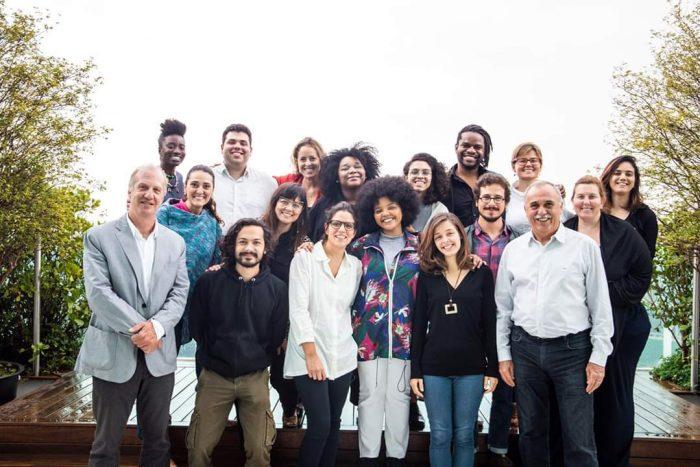 Professor Marcelo Neri (primeiro à esq.) com o time de governança do projeto Atlas da Juventude