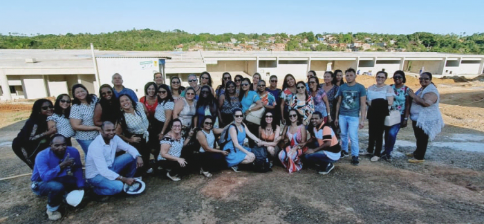 grupo de pessoas reunidas no encontro de com gestores das escolas municipais de serra grande