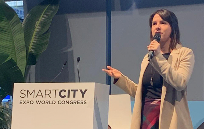 Taynara Calina palestrado no Smart City Expo World Congress