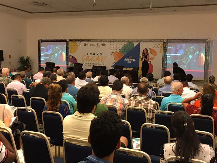 Grazielle Cardoso, do Instituto Arapyaú, apresenta o estudo de viabilidade econômica dos modelos de produção cabruca e sistemas agroflorestais